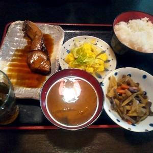 令和03年04月26日(月) 昼:名古屋市南区・魚とし 定食 夜:家飯・ローソン サラダ 焼鳥 揚げ物 クリームシチュー
