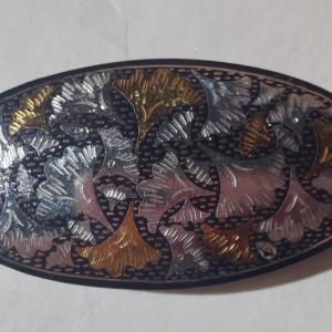 秋になると銀杏の京象嵌の帯留めを締めたくなります