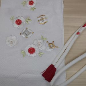 振袖の小物、帯揚げ帯締めは若々しく華やかにコーディネート