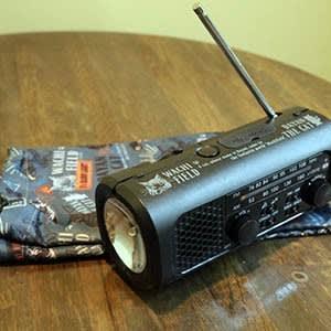 新しいカード交換景品、「さすだけ充電ラジオライト」