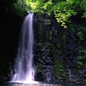 梅雨の白糸の滝(熊本)