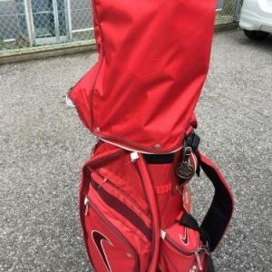 ゴルフバッグのカバーは派手な方がいい!