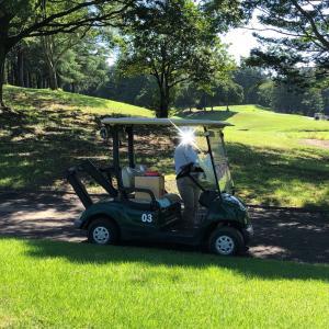 ゴルフ場で麦茶のカートサービスがありました。(^O^)/