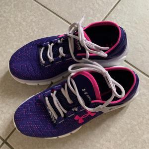 子供の靴が臭すぎる悩み。。。100均で見つけた便利グッズ&アイリスオーヤマのお助けアイテムで面倒な手洗いから開放されました!