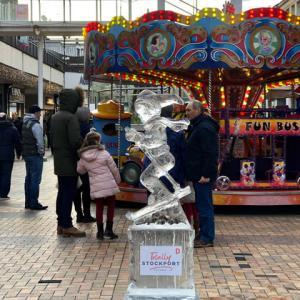 クリスマス・マーケット、ファンフェア、氷のアートの祭典、帰ってきたカエル...質は今一つでも楽しければそれでよし