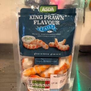 また出た見つけた魚のスリミ食品、ニセエビ版。今度は高級海産物の大きなエビ味であることをしっかり強調!味のほうは...?