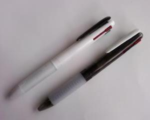 トップバリューの4色ボールペン