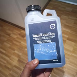 ボルボ純正ウォッシャー液と補充の仕方 の巻