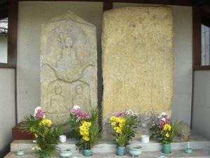 大河・かこがわ(169) 中世の石造物(11)・ほほえみ地蔵