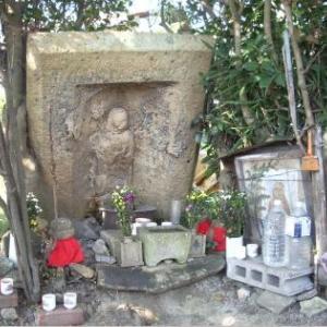 大河・かこがわ(175) 中世の石造物(17)・こけ地蔵