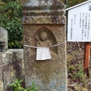 加古川町大野探検(47) 常楽寺の石造物(2)・板 碑(いたび)