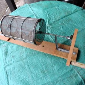 落花生を煎り器を造る。