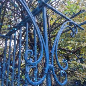 ガーデンファニチャー ブルーに塗り替えてみました♡ローズガーデンカラーズ ピレネー
