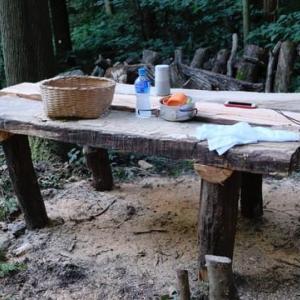 山中でテーブルを作った。