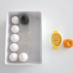 """時短になるダイソーの優秀キッチングッズ!料理に合わせて切り方を変わる""""卵切り器"""""""