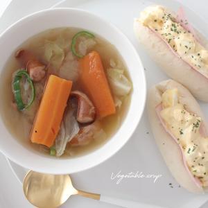 丸ごと煮込むだけ!簡単ベジタブルスープで夏バテ防止 お気に入りの白い食器合わせ