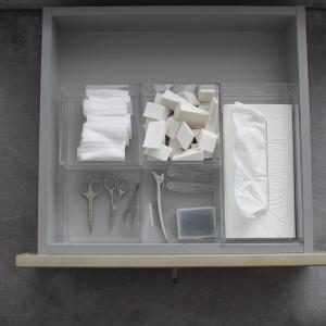 引き出しの中のケースを固定させるアイデア!ダイソーのこの商品で簡単にプチストレスがなくなる