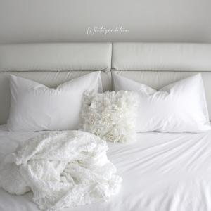寝室は白のグラデーション!マイヒットなユニクロとイケアの白いベッドリネン