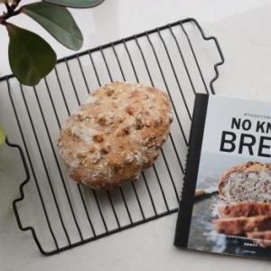 休日の贅沢、捏ねないパン