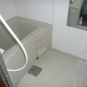 浴室清掃~カビで真っ黒な換気扇フィルター