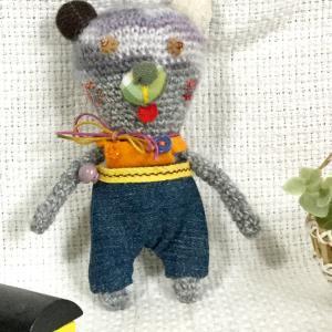余り糸から生まれた 小さな編みぐるみ こぐまちゃん