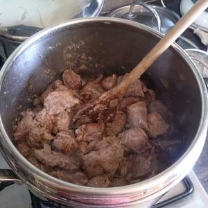 牛肉と豚肉のスペッツァティーノ