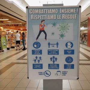 イタリアのショッピングセンターのコロナルール