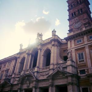 コロナ禍での公共交通利用と1848年前の今夜、ローマで雪が降った場所