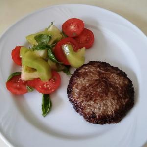 挽き肉だけで作るイタリアのハンバーグ
