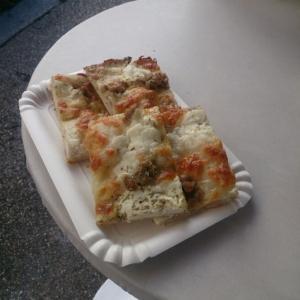 ローマで立ち食いピッツァランチ