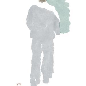 白いショールの黒いフレアパンツのおねえさん
