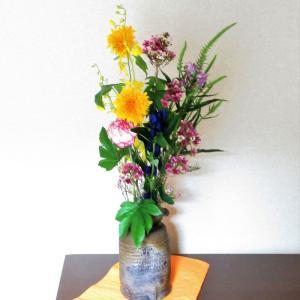花器の下に紙を敷いて、雰囲気をかえる