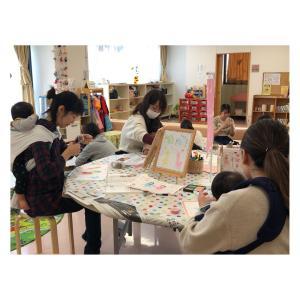 【開催報告】子育て支援センターで親子講座「手形アート」