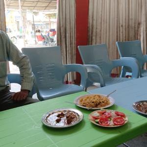 パキスタンカレーは油多めで甘い《パキスタン旅行記23》