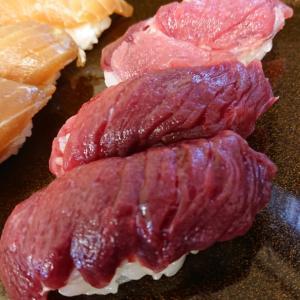 寿司に漬け丼も!アオウミガメ肉は美味い!《小笠原21》