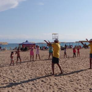 イシク・クル湖畔で踊ろう《キルギス旅行記30》