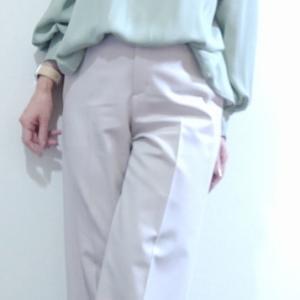くすみグリーンのブラウスコーデとくすみ色着るときの注意点