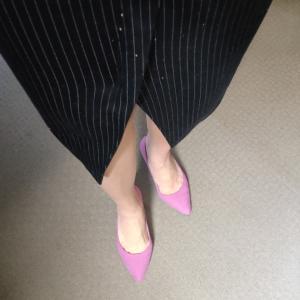 靴でアクセントをつけるモノトーンコーデ