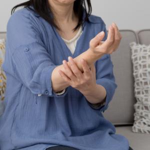 過度のダイエットで手足に痺れ・疲労感が、なぜ?
