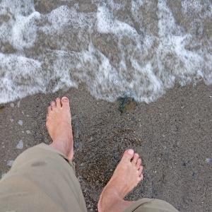 砂浜でアーシング!マイナス電子や体内静電気以上の何か感じる | 40代主婦 Life Change