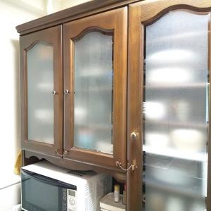 食器棚をキレイにしながら食器の未来を考える