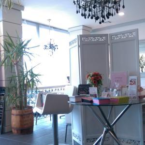 cafe non-diario(ノンディアリオ)で人生初のガラスの靴!?<br />きれいな店内でサプライズ!