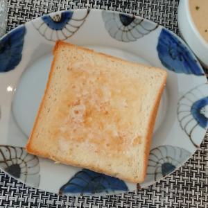 九谷青窯の楕円皿と銀座に志かわの食パン