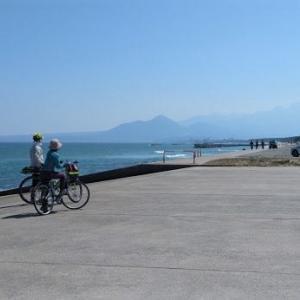 弓ヶ浜サイクリングコースを走る