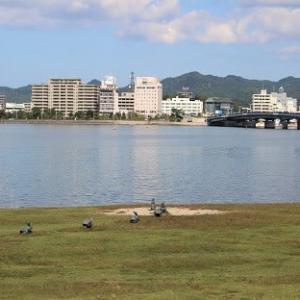 県立美術館前の湖畔散歩