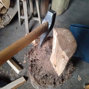 朝のお勤め・風呂用薪の薪割!