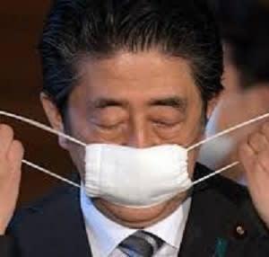 まだまだ配るアベノマスク!
