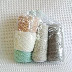 Avrilのキット 5色の糸で編む丸ヨークセーター 完成!