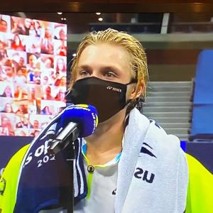スーパーハッピー21歳のカナダの新鋭テニス選手