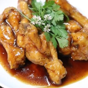 鶏ドラムの黒酢あんかけ+パクチー